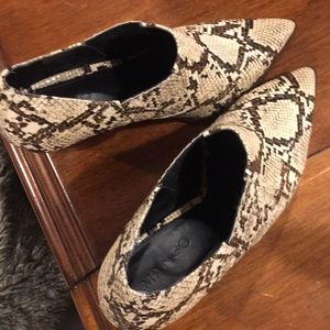 Snakeskin embossed brown/cream booties. Size 39